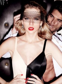 RT @sugarscape: Taylor Swift looks HELLA glam in these pics from her Vanity Fair shoot (the piano on...