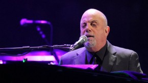 RT @THR: Watch Billy Joel Sing the National Anthem, 'Piano Man' at World Series https://t.co/j4HlY7g...