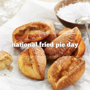 RT @Foodimentary: ITS DECEMBER 1st that means it's National Fried Pie Day /  https://t.co/NzY7rhsqre...