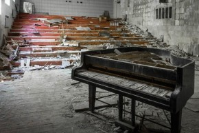 RT CHERNOBYLwel.come @CHERNOBYLwelcom: #Abandoned piano in #Pripyat music school https://t.co/AIOkeH...