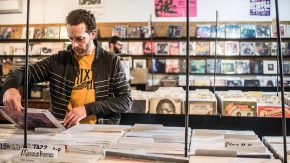 RT Time Out New York @TimeOutNewYork: Here's your complete guide to #RecordStoreDay: https://t.co/On...